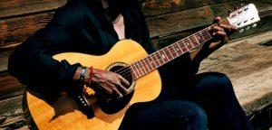 comment-jouer-de-la-guitare-rapidement