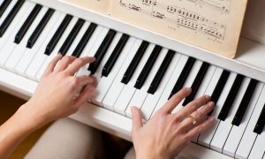 music-Learning-to-play-piano-1443103546-600x360